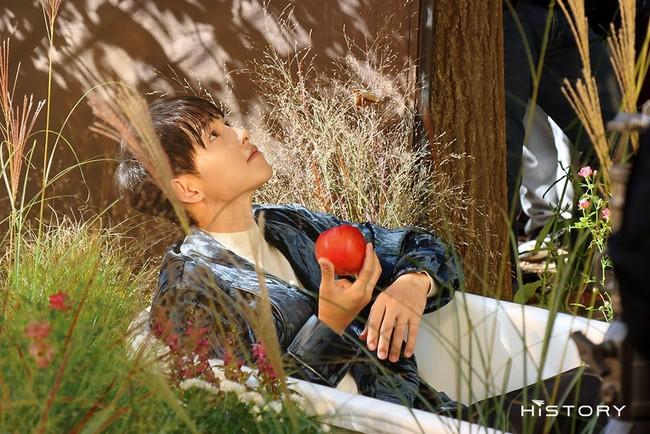 """Bị chê già nua xuống sắc ở tuổi 36, Song Joong Ki bất ngờ hóa """"chàng thơ"""" khoe vẻ ngoài điển trai - Ảnh 3."""