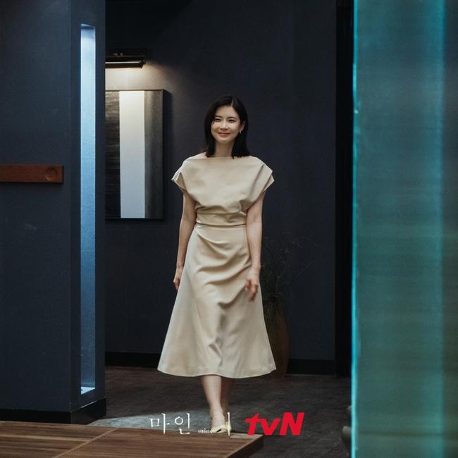 Đẳng cấp thời trang của Hoa hậu Hàn Quốc trong phim mới: Tủ đồ 100% váy áo xa xỉ,  - Ảnh 6.