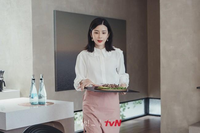 Đẳng cấp thời trang của Hoa hậu Hàn Quốc trong phim mới: Tủ đồ 100% váy áo xa xỉ,  - Ảnh 2.