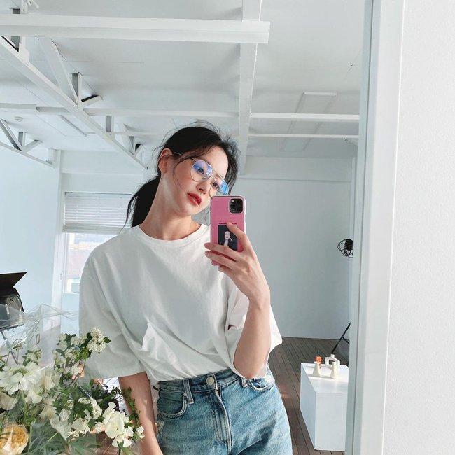 Chị em muốn mặc quần jeans không chỉ trẻ mà còn thanh lịch và sang chảnh, hãy học các sao Hàn 30+ - Ảnh 3.