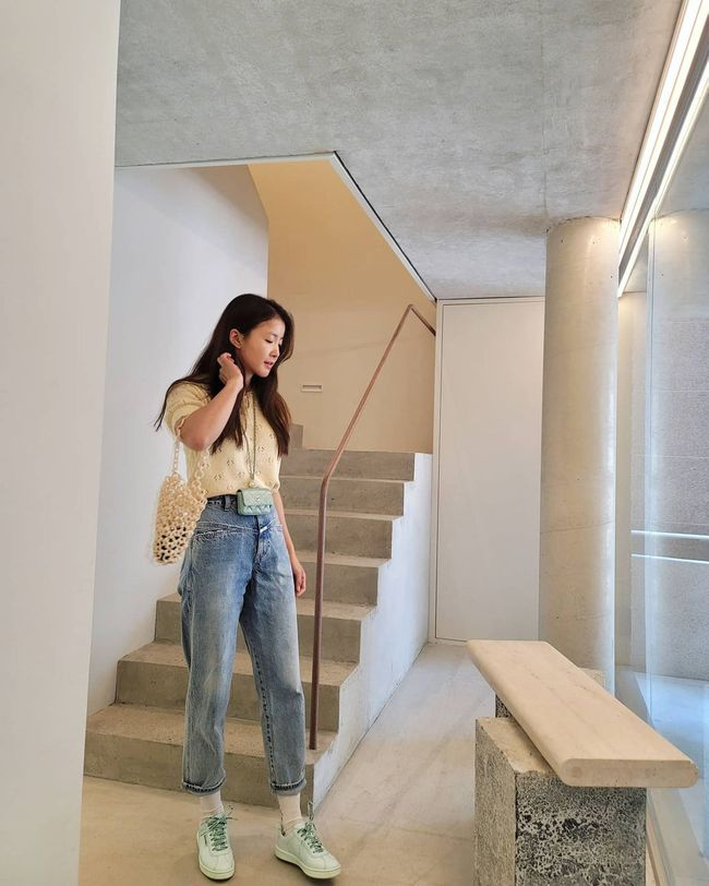 Chị em muốn mặc quần jeans không chỉ trẻ mà còn thanh lịch và sang chảnh, hãy học các sao Hàn 30+ - Ảnh 7.