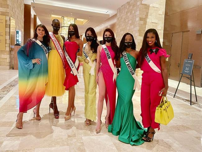 """Stylist hé lộ bí mật ẩn sâu trong bộ đầm """"Hoa Súng"""" kiệm vải nhất Miss Universe của Khánh Vân: Chi tiết rất nhỏ nhưng lại là một sự tính toán kỳ công - Ảnh 2."""