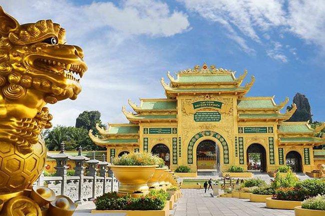 """Bà Nguyễn Phương Hằng sau nhiều lần khẩu chiến, ngày hôm nay đã chính thức tuyên bố """"cấm cửa"""" giới nghệ sĩ đến khu du lịch Đại Nam - Ảnh 2."""