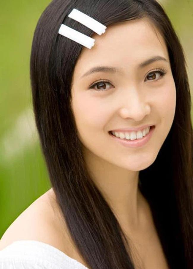 """Tỷ phú chứng khoán Trung Quốc và hôn nhân bi kịch: Vợ trẻ kém 18 tuổi thông đồng với nhân tình thuê """"gái bán hoa"""" dụ dỗ chồng và kết cục chồng đâm chết vợ rồi tự sát - Ảnh 1."""