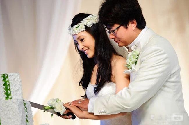 """Tỷ phú chứng khoán Trung Quốc và hôn nhân bi kịch: Vợ trẻ kém 18 tuổi thông đồng với nhân tình thuê """"gái bán hoa"""" dụ dỗ chồng và kết cục chồng đâm chết vợ rồi tự sát - Ảnh 2."""
