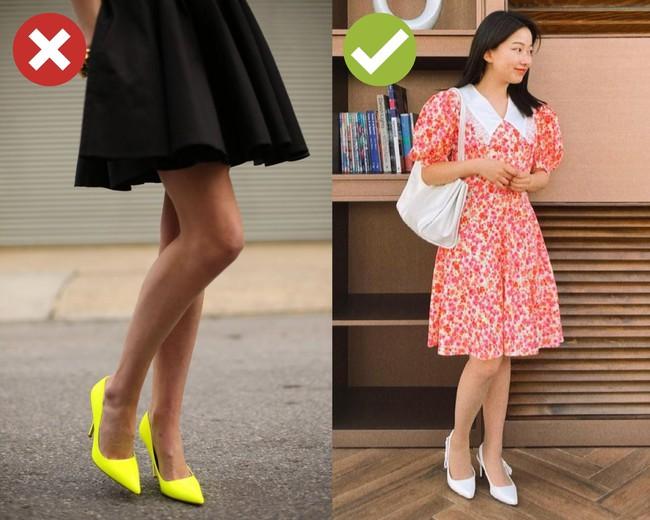 """4 kiểu giày dép cứ mix với váy là hỏng cả set đồ, vóc dáng cũng bị dìm cực """"thảm"""" - Ảnh 6."""