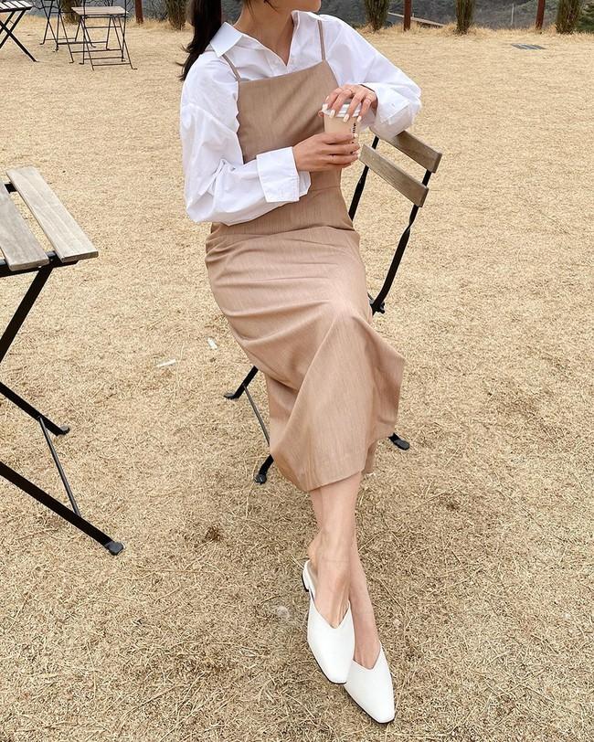 Để biết thế nào là diện váy hai dây xịn đẹp level cao nhất, chị em hãy ngắm 12 set đồ của gái Hàn - Ảnh 11.