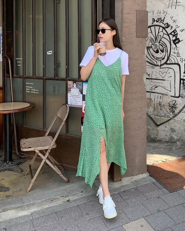 Để biết thế nào là diện váy hai dây xịn đẹp level cao nhất, chị em hãy ngắm 12 set đồ của gái Hàn - Ảnh 9.