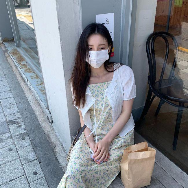 Để biết thế nào là diện váy hai dây xịn đẹp level cao nhất, chị em hãy ngắm 12 set đồ của gái Hàn - Ảnh 8.