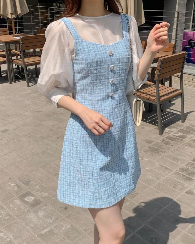 Để biết thế nào là diện váy hai dây xịn đẹp level cao nhất, chị em hãy ngắm 12 set đồ của gái Hàn - Ảnh 7.