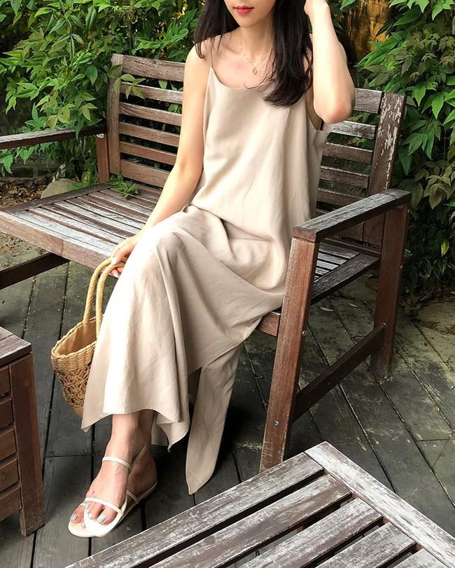 Để biết thế nào là diện váy hai dây xịn đẹp level cao nhất, chị em hãy ngắm 12 set đồ của gái Hàn - Ảnh 5.