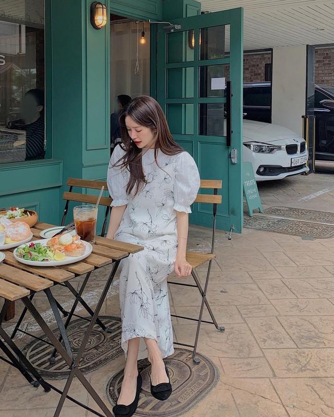 Để biết thế nào là diện váy hai dây xịn đẹp level cao nhất, chị em hãy ngắm 12 set đồ của gái Hàn - Ảnh 4.