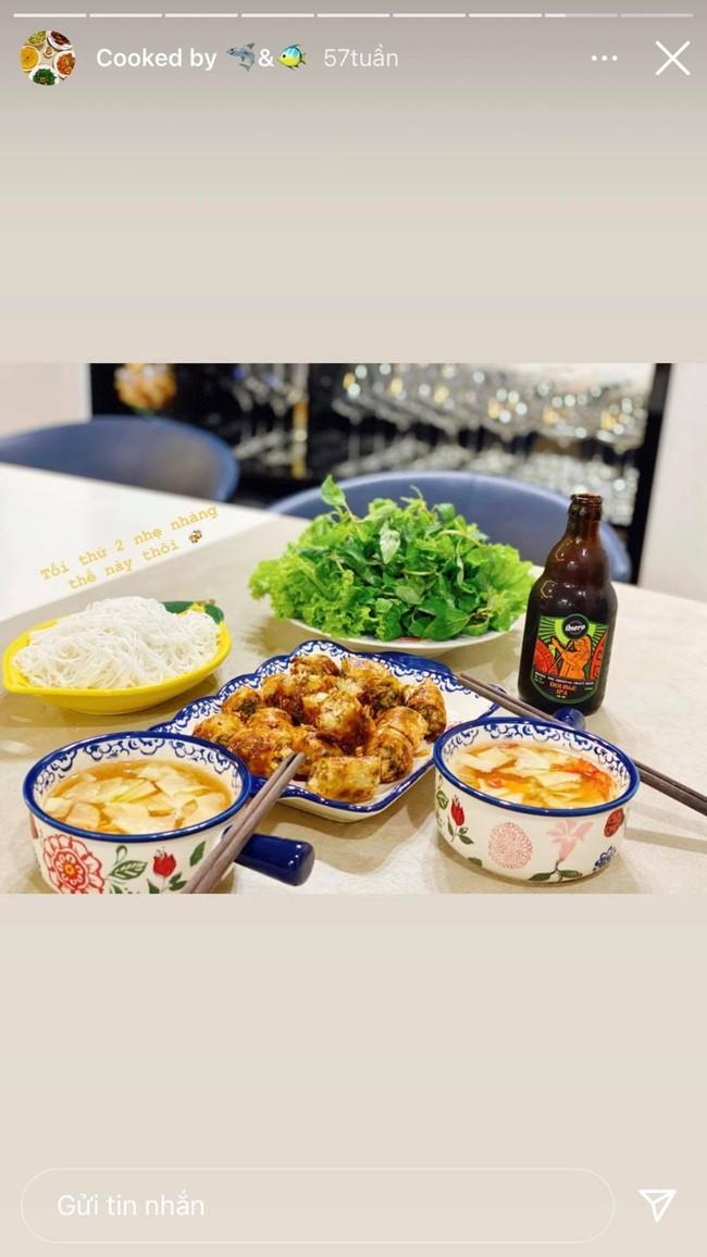 Cô vợ hoa hậu Nguyễn Thu Trang trổ tài nấu ăn cho Shark Hưng, chỉ canh rau cà muối mà vẫn thơm ngon, hấp dẫn thế này! - Ảnh 4.