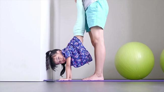 10 bài tập vừa tăng cường sức khỏe, vừa là trò chơi cho con nghỉ học ở nhà trong mùa dịch - Ảnh 3.