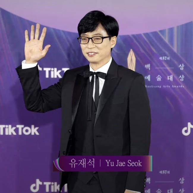 """Thảm đỏ lễ trao giải Baeksang 2021: """"Tình đầu quốc dân"""" Suzy gây sốt với đầm đen quyến rũ, dàn sao """"Cuộc Chiến Thượng Lưu"""" đổ bộ - Ảnh 13."""