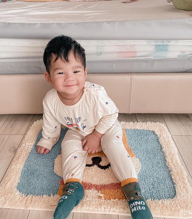 Bố là Tổng giám đốc nhưng con trai Đặng Thu Thảo diện quần áo rất bình dân, khác hẳn cô chị toàn dùng hàng giá cao - Ảnh 2.