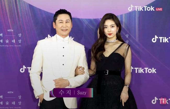 """Thảm đỏ lễ trao giải Baeksang 2021: """"Tình đầu quốc dân"""" Suzy gây sốt với đầm đen quyến rũ, dàn sao """"Cuộc Chiến Thượng Lưu"""" đổ bộ - Ảnh 2."""