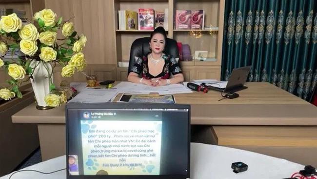 """Bà Phương Hằng cấm cửa tất cả nghệ sĩ đến Đại Nam, Trang Trần đáp trả: """"Có mời cũng không đến, đó là hành động xem thường tư duy của người khác"""" - Ảnh 1."""