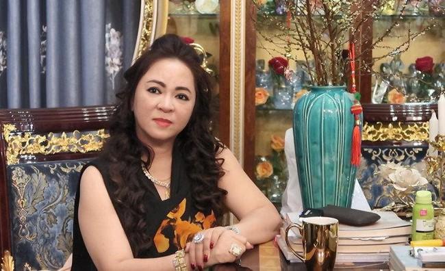 """Bà Phương Hằng cấm cửa tất cả nghệ sĩ đến Đại Nam, Trang Trần đáp trả: """"Có mời cũng không đến, đó là hành động xem thường tư duy của người khác"""" - Ảnh 3."""