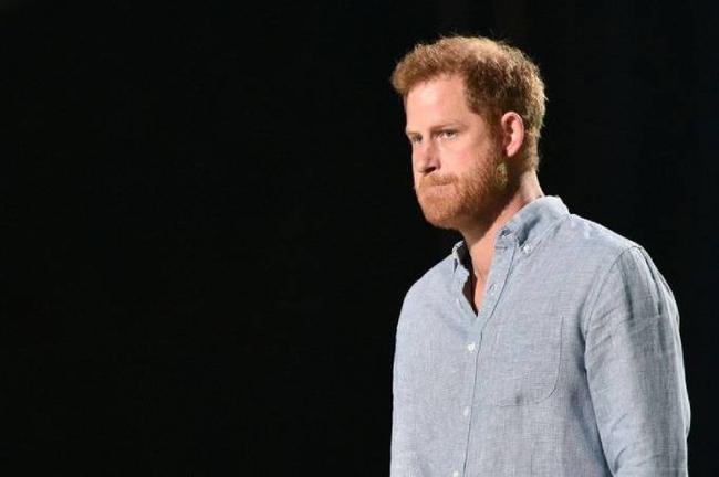 """Harry dội gáo nước lạnh lên Thái tử Charles cùng vợ chồng Nữ hoàng Anh: """"Bố đối xử với tôi theo cách ông ấy đã được đối xử"""" - Ảnh 1."""