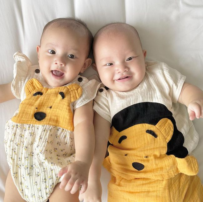 Cặp sinh đôi Lisa - Leon nhà Hồ Ngọc Hà dựa đầu nhau cười tươi hết cỡ đáng yêu vô cùng - Ảnh 4.