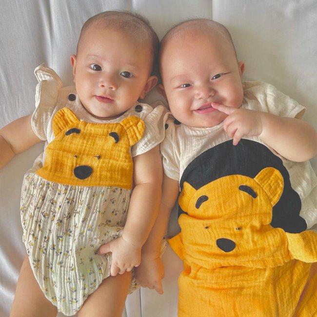 Cặp sinh đôi Lisa - Leon nhà Hồ Ngọc Hà dựa đầu nhau cười tươi hết cỡ đáng yêu vô cùng - Ảnh 3.