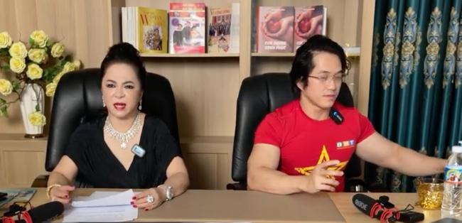 """SỐC: Bà Phương Hằng đột nhiên bật khóc trên livestream, tiết lộ tỷ phú Hoàng Kiều - người yêu cũ Ngọc Trinh """"từng cho ông Yên rất nhiều tiền"""" - Ảnh 3."""