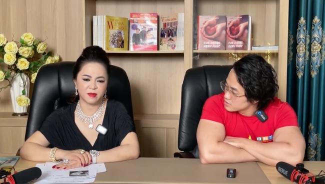 """SỐC: Bà Phương Hằng đột nhiên bật khóc trên livestream, tiết lộ tỷ phú Hoàng Kiều - người yêu cũ Ngọc Trinh """"từng cho ông Yên rất nhiều tiền"""" - Ảnh 4."""