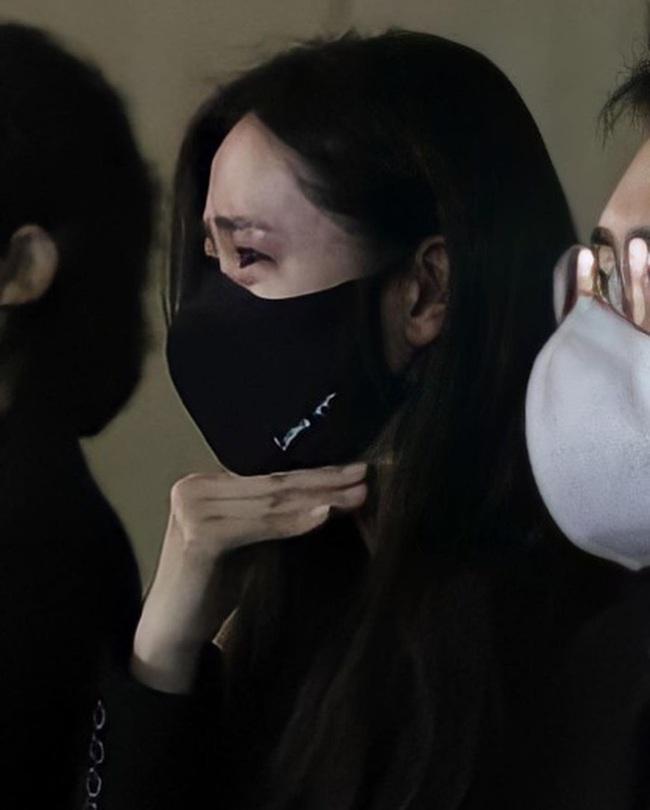 Son Ye Jin mắt đỏ hoe xuất hiện cùng tài tử Lee Byung Hun, chuyện gì đây? - Ảnh 5.