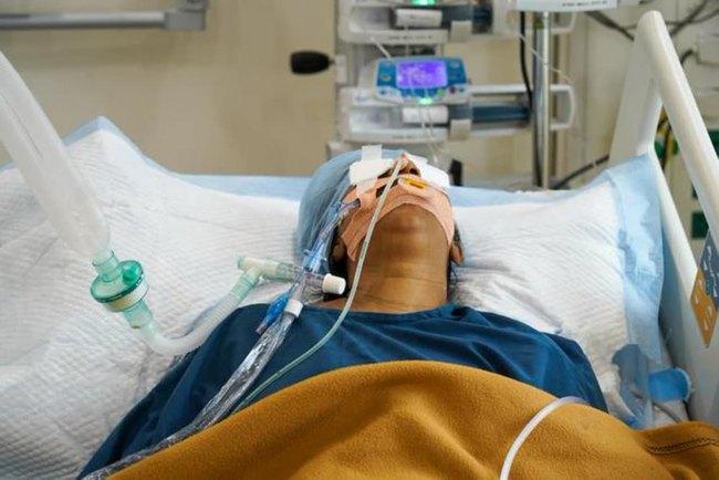 Rúng động: Bệnh nhân nhiễm Covid-19 bị nam y tá cưỡng hiếp ngay trên giường bệnh, kết cục thê thảm sau đó khiến dư luận căm thù - Ảnh 1.