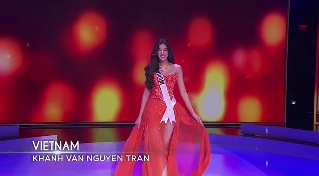 Bán kết Hoa hậu Hoàn vũ 2020: Khánh Vân kết màn cực đỉnh với những cú xoay váy thần thái, thí sinh Indonesia lộ miếng độn ngực trước máy quay - Ảnh 16.