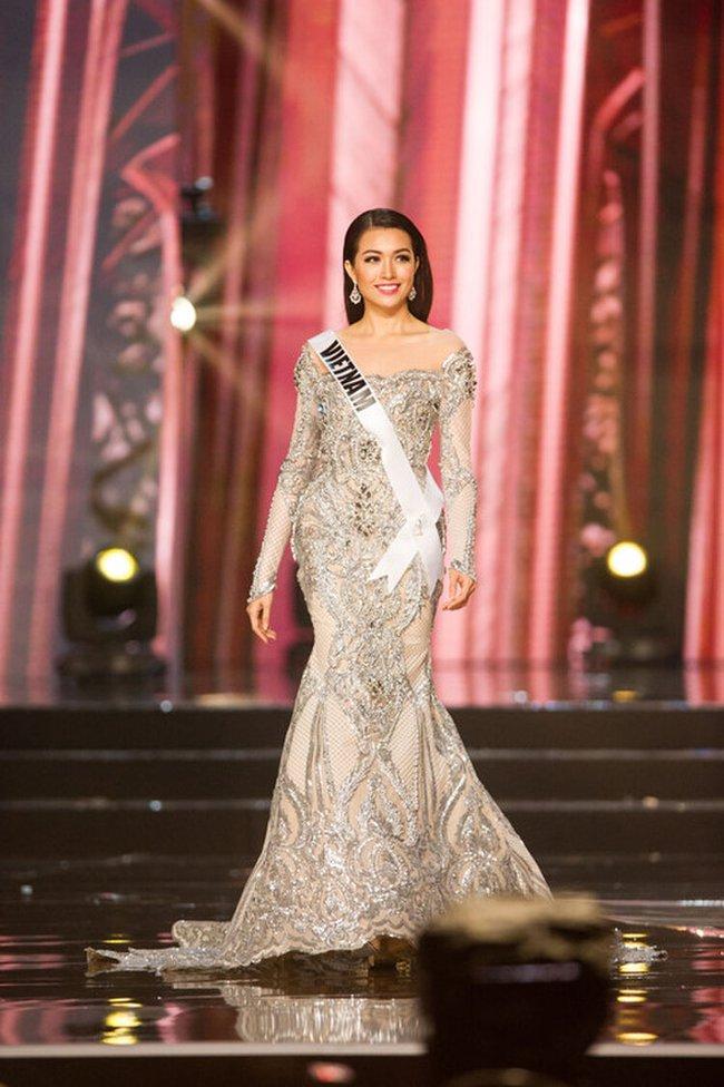 """Đây chính là 7 """"tuyệt tác"""" đầm dạ hội mà các đại diện Việt Nam từng mang đi chinh chiến tại Miss Universe - Ảnh 4."""