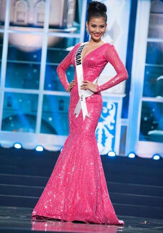 """Đây chính là 7 """"tuyệt tác"""" đầm dạ hội mà các đại diện Việt Nam từng mang đi chinh chiến tại Miss Universe - Ảnh 6."""