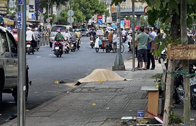 Đau xót tài xế xe công nghệ bị đâm chết gần cổng Bệnh viện Nhi đồng 1, tô cơm còn chưa kịp ăn - Ảnh 1.
