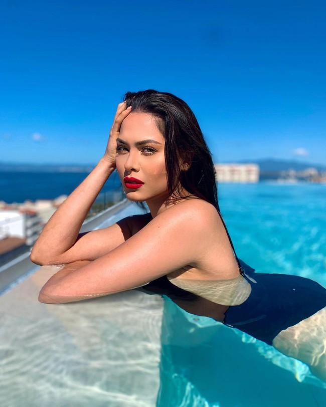"""Tân Hoa hậu Hoàn vũ 2020: Body cực """"nóng"""", chiều cao """"khủng"""" 1m80 và bất ngờ hơn đây chính là Á hậu 1 Miss World 2017 - Ảnh 6."""