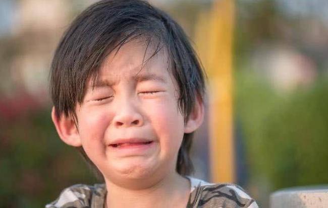 Bố mẹ có con trai chú ý: Con bạn chỉ cố tỏ ra mạnh mẽ, thực chất chúng cần được ôm nhiều hơn bạn nghĩ vì những lý do này - Ảnh 4.