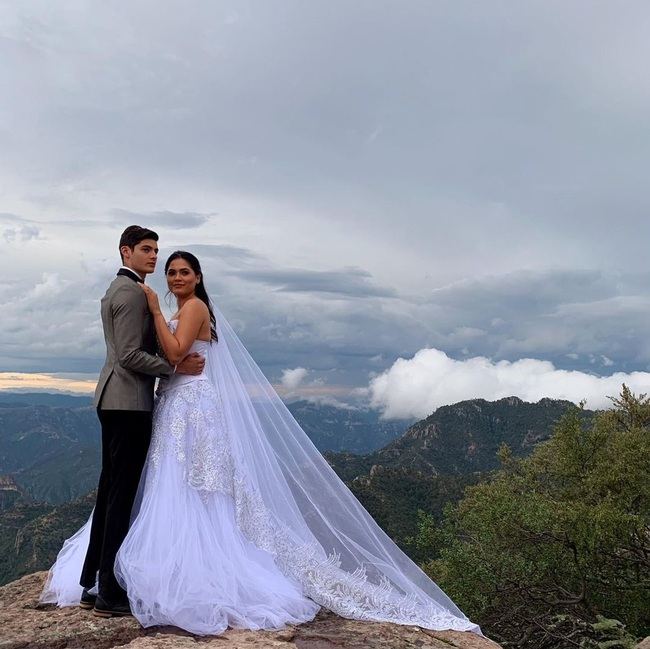 Xôn xao thông tin tân Hoa hậu Hoàn vũ lộ ảnh cưới từ năm 2019, chú rể sở hữu ngoại hình điển trai như tài tử - Ảnh 2.