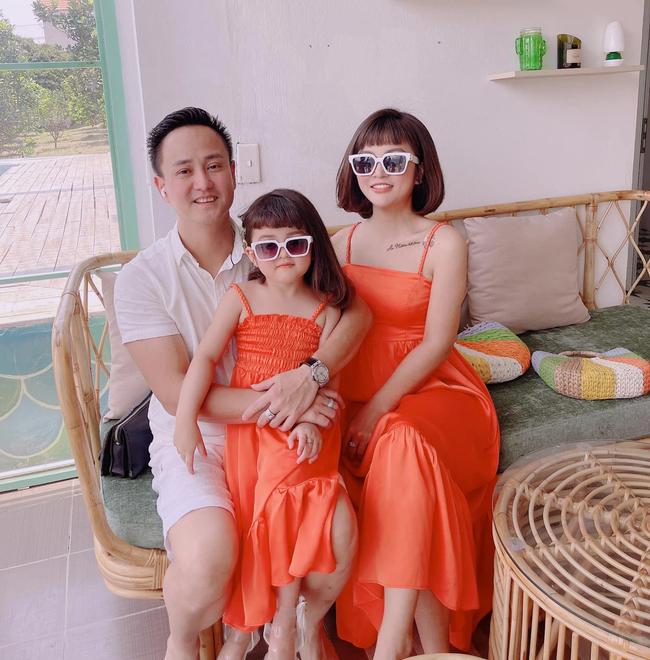 """Quay video con gái mới 3 tuổi, mẹ Hà Nội choáng váng với pha """"bắt lỗi"""" của cô nhóc, đòi báo công an vì """"Mẹ quay hình không xin phép con!"""" - Ảnh 1."""