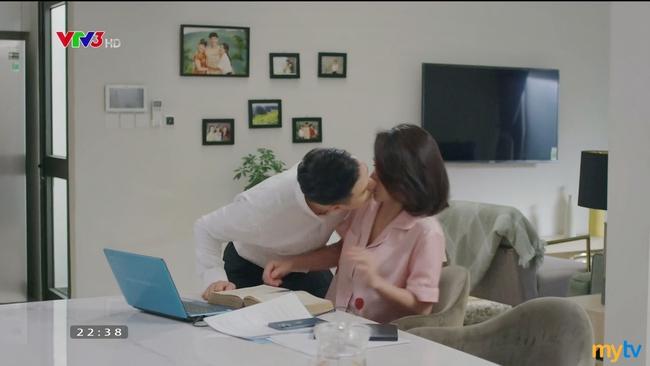 Hướng dương ngược nắng: Minh - Hoàng chính thức yêu nhau, đổi cách xưng hô lại còn hôn mọi lúc - Ảnh 6.