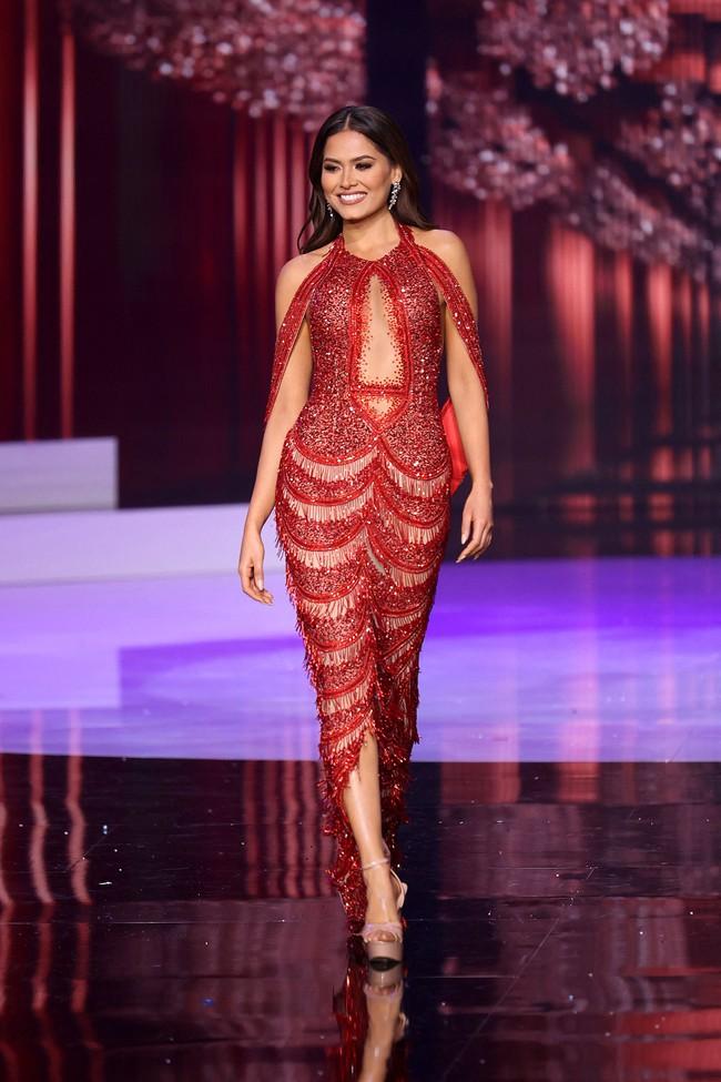 Tân Hoa hậu Hoàn vũ 2020 lộ bụng to bất ngờ khi diện váy bó, body nóng bỏng biến đâu mất rồi?  - Ảnh 6.