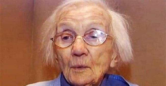 """Cụ bà 96 tuổi rao bán ngôi nhà 72 năm tuổi đơn sơ giá 16 tỷ đồng khiến mọi người bĩu môi """"cho không ai lấy"""", bước vào bên trong lập tức bị choáng ngợp - Ảnh 1."""