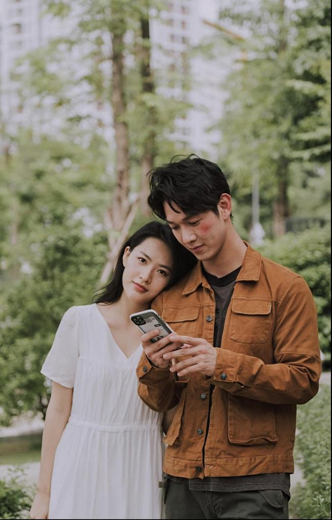 """Song Luân - Minh Trang của """"Cây táo nở hoa"""" tương tác ngọt lịm từ phim ra đời, bảo sao mà fan không đẩy thuyền - Ảnh 2."""