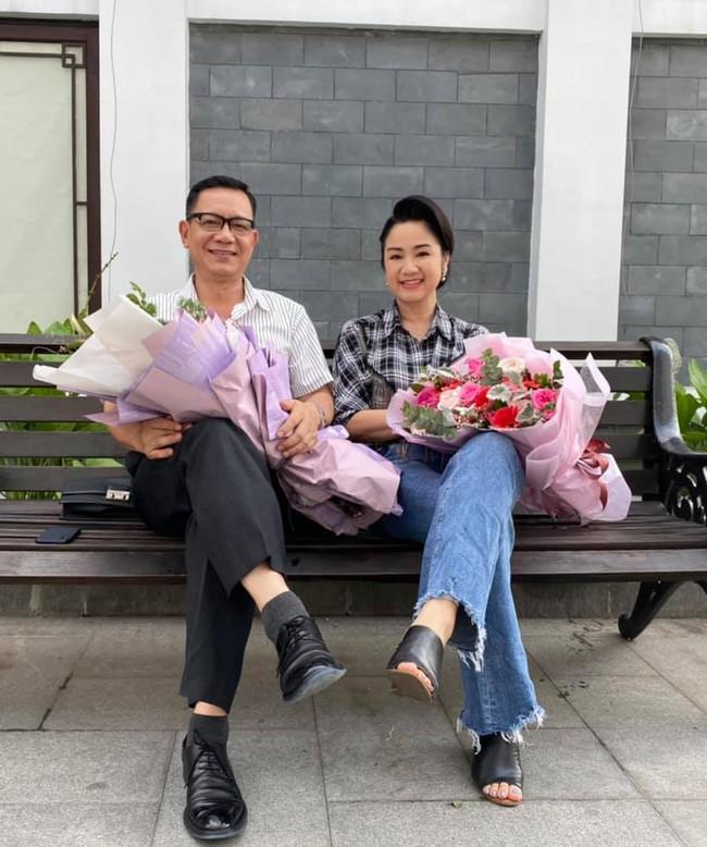 """Hướng dương ngược nắng: Bà Cúc đòi cưới ông Quân, Hoàng tặng 20% cổ phần, Minh gọi """"Bu ơi!"""" thích thú - Ảnh 1."""