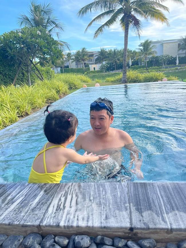 Running Man Vietnam: Jun Phạm đăng ảnh cầm hoa, Trường Giang khoe đi chơi với con gái, tạm nghỉ chờ quay show tiếp là đây?  - Ảnh 2.