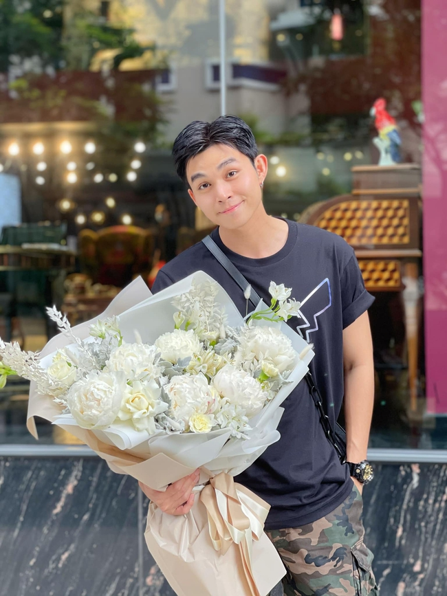 Running Man Vietnam: Jun Phạm đăng ảnh cầm hoa, Trường Giang khoe đi chơi với con gái, tạm nghỉ chờ quay show tiếp là đây?  - Ảnh 3.