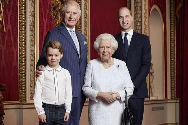 """Bị con trai út đâm """"nhát dao chí mạng"""", Thái tử Charles xuất hiện với chi tiết đầy ẩn ý phía sau để Harry phải tự ngẫm lại mình - Ảnh 2."""