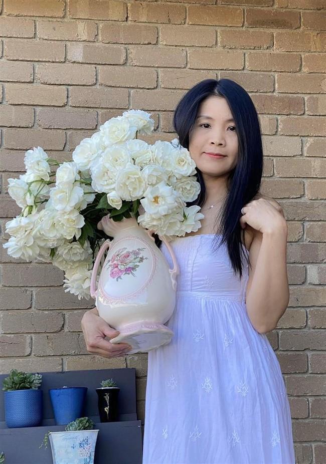 """Bị """"hớp hồn"""" bởi màu trắng tinh khôi của cúc dại, vợ đảm tại Úc thử tài với 1001 cách cắm hoa, tô điểm cho phòng khách trở nên thơ mộng lãng mạn - Ảnh 16."""