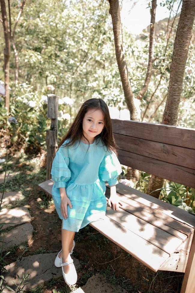 """Con gái Hà Kiều Anh xinh như thiên thần trong loạt ảnh mới, mẹ tiết lộ có sở thích đặc biệt với màu xanh vì 1 lý do """"cạn lời"""" - Ảnh 10."""