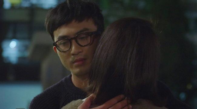 Hướng dương ngược nắng: Minh ghen khi trông thấy Hoàng bên mẹ Cami, Hoàng lại phát điên vì bắt gian Minh ôm Phúc - Ảnh 5.