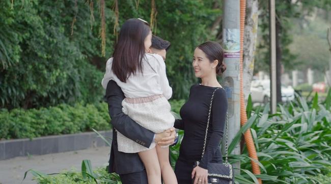 Hướng dương ngược nắng: Minh ghen khi trông thấy Hoàng bên mẹ Cami, Hoàng lại phát điên vì bắt gian Minh ôm Phúc - Ảnh 2.